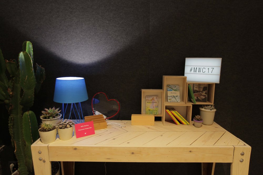 cobalt hairpin table lamp