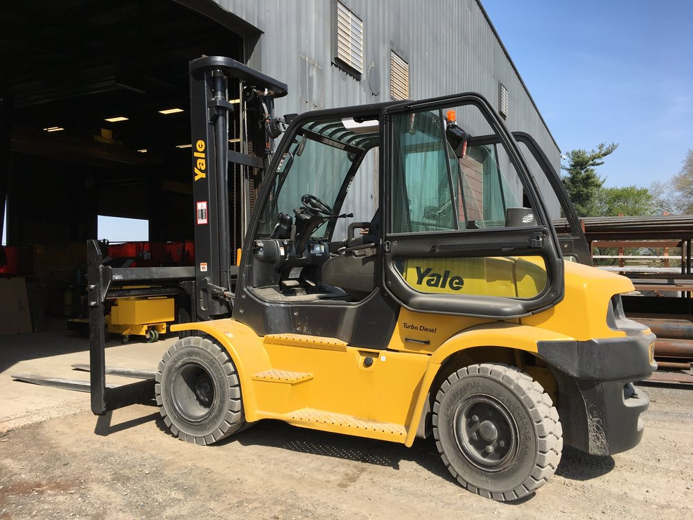 Yale Industrial Forklift - The Yale GP300-360EC Forklift is designed for heavy duty operating conditions and is engineered to enhance user productivity with ergonomics.