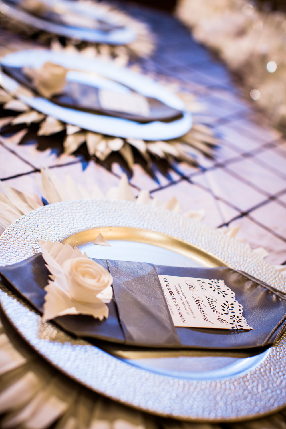 Reception table setting decor