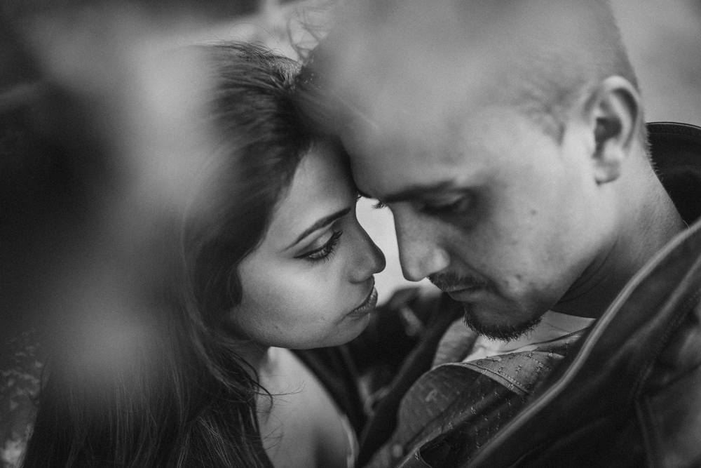 Intimate Engagement Photos Poses Tips