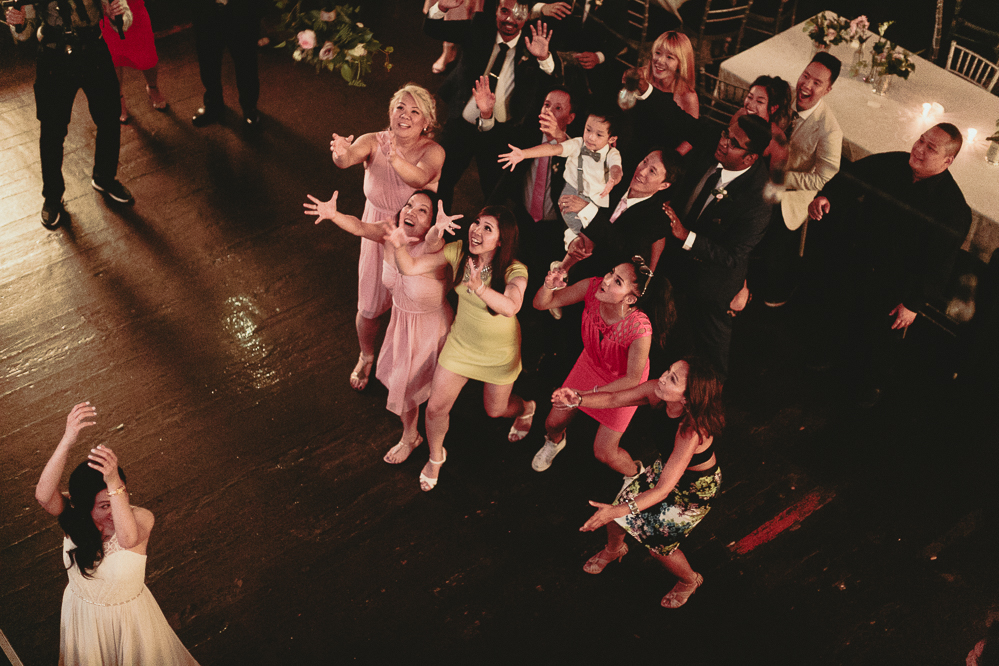 berkeley church wedding - bouquet toss