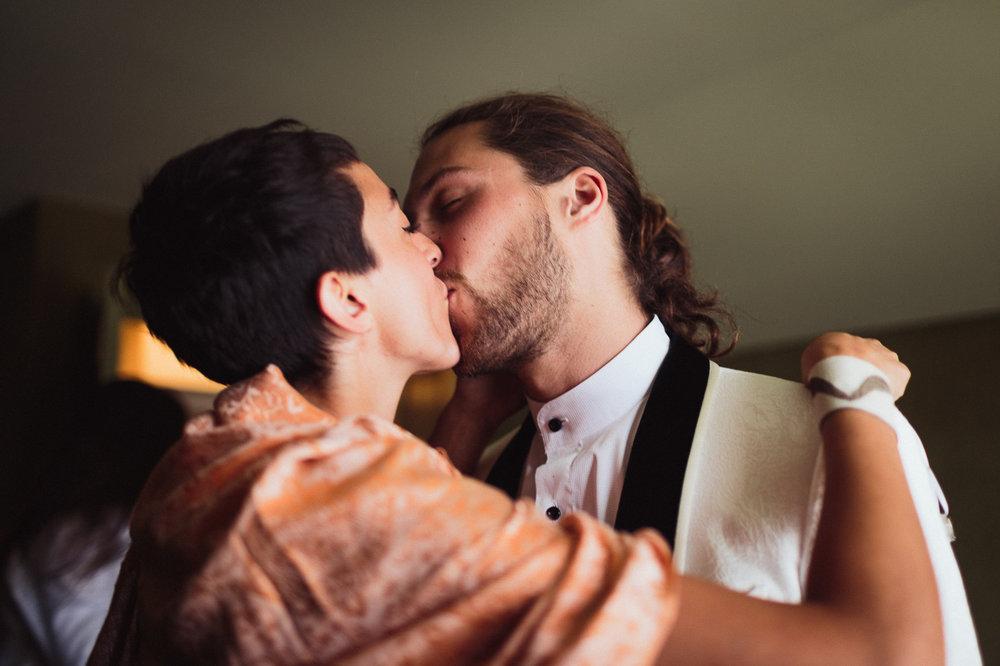 intimate backyard wedding photography by toronto wedding photographer evolylla photography 0021.jpg