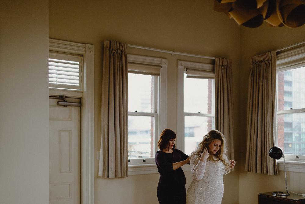 gladstone hotel wedding getting ready
