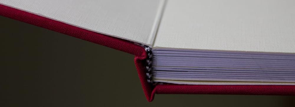 Zum Vergleich: Vorsatzpapier eines Fotobuchs von einem anderen Hersteller.