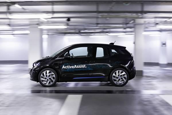 P90170865-bmw-remote-valet-parking-ces-2015-12-2014-600px.jpg