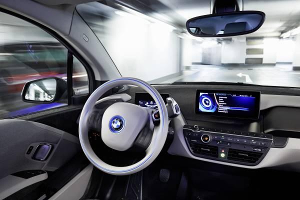 P90170869-bmw-remote-valet-parking-ces-2015-12-2014-600px.jpg