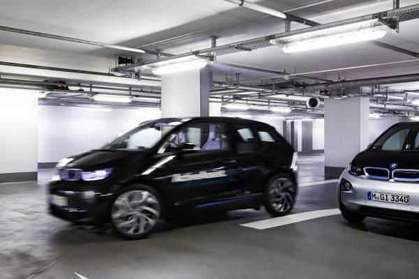 P90170863-bmw-remote-valet-parking-ces-2015-12-2014-600px.jpg
