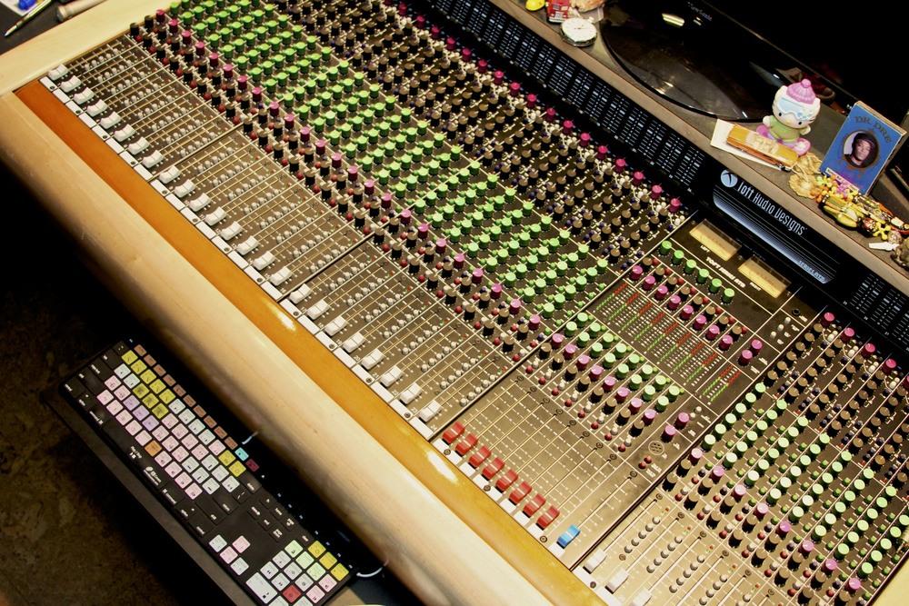 Toft ATB32 analog console