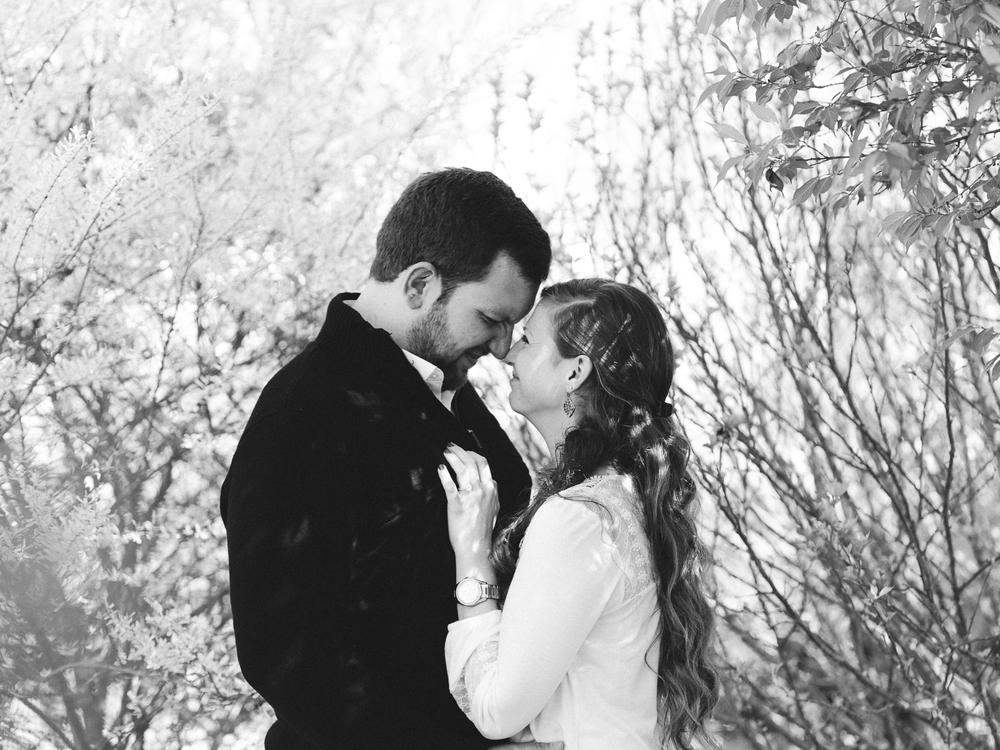 Nikki + Tyler: Hudson Manor Engagement // www.kristalajara.com