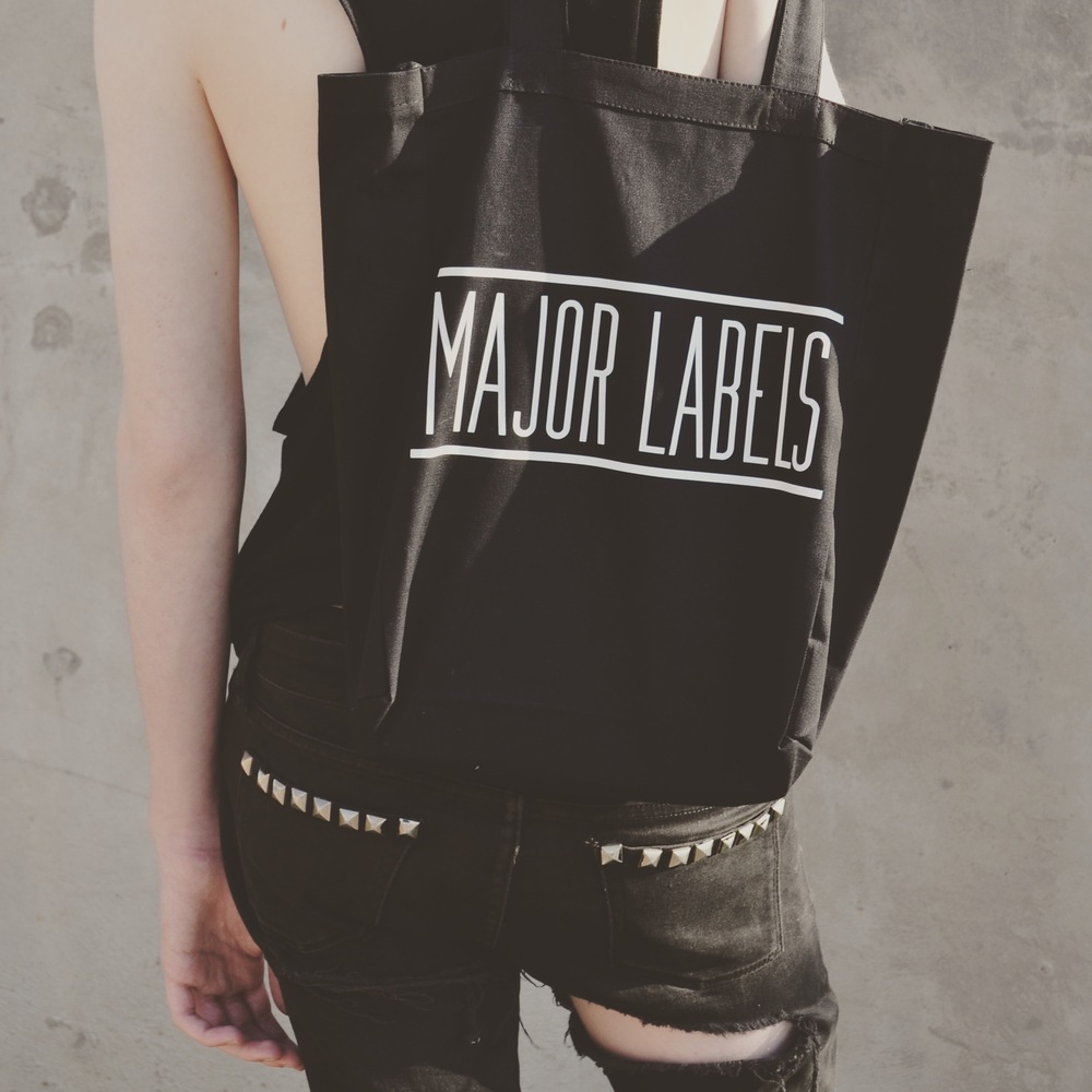 BLK_TEE Totes