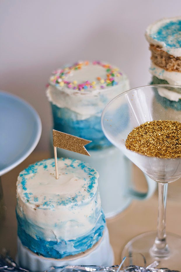 blue+ombre+mini+cakes+blogcademy+3.jpg