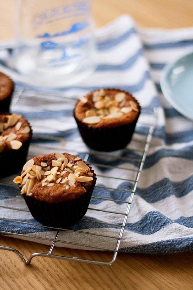 sour+cream+banana+raisin+muffins+1.jpg