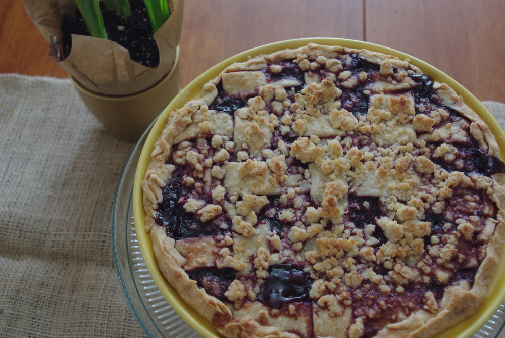 Blackberry Pie with Lemon Streusel