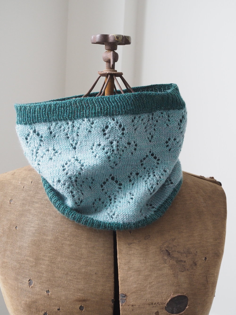 Souviens Cowl Pattern by Leah B. Thibault
