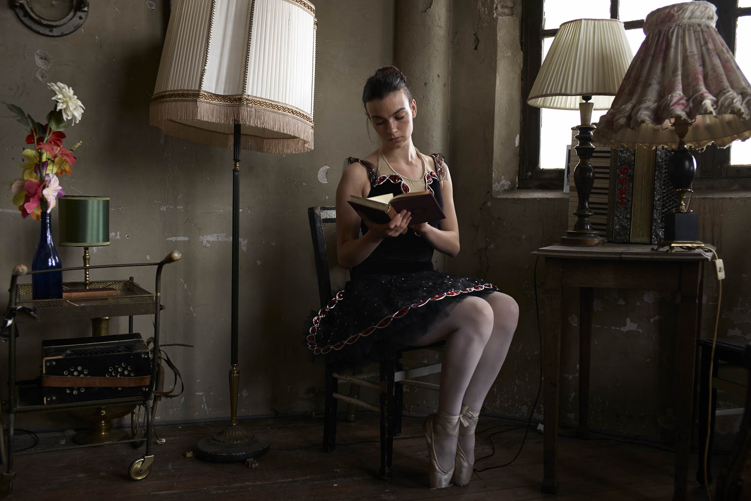 Ballerina ballet photography Leica M ballerina in room reading
