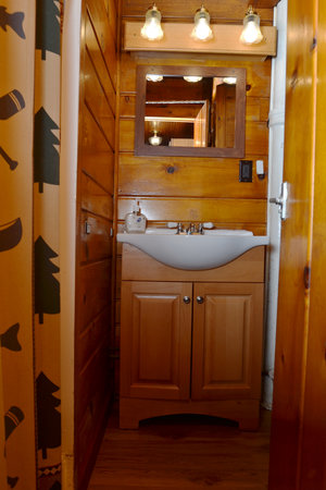 Lucky Horseshoe Cabin #19 - Interior Bathroom.JPG