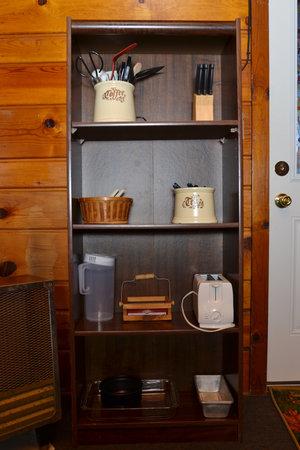 Lucky Horseshoe Cabin #19 - Interior Shelf.JPG