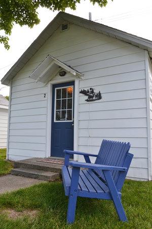 Lucky Horseshoe Cabin #19 - Exterior.JPG
