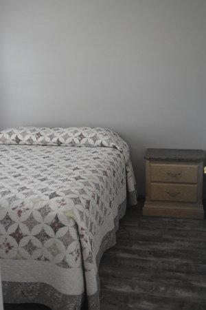 Lucky Horseshoe Cottage #17 - Interior 2nd Bedroom with Queen Bedroom.JPG