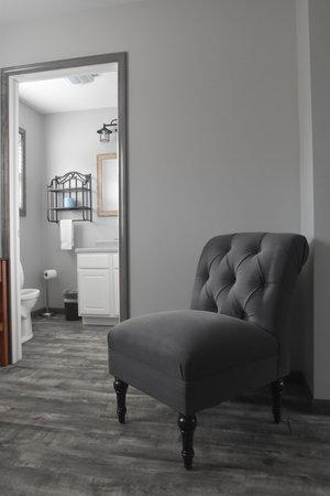 Lucky Horseshoe Cottage #17 - Interior Seating.JPG