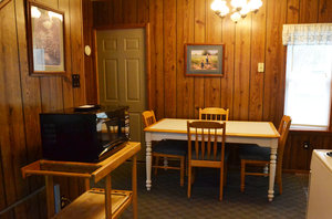 Lucky Horseshoe Cottage #16 - Interior Dining Area.JPG
