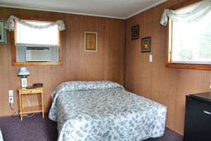 Lucky Horseshoe Room #28 - Interior Full Size Bed.JPG