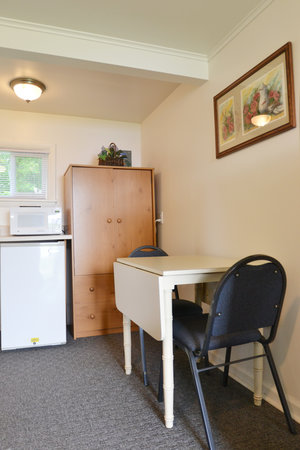 Lucky Horseshoe Room #24 -Dining Area.JPG