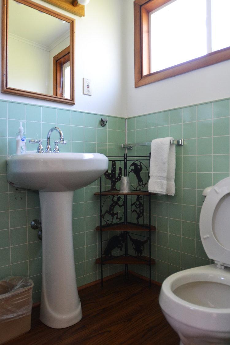 Blue Spruce Motel - Room Number 5 - Interior Bathroom.jpeg