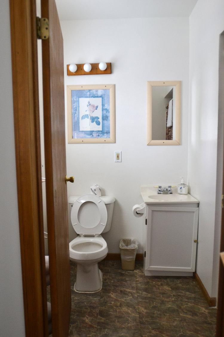 Blue Spruce Motel - Suite Number 6 - Interior Bathroom.jpeg