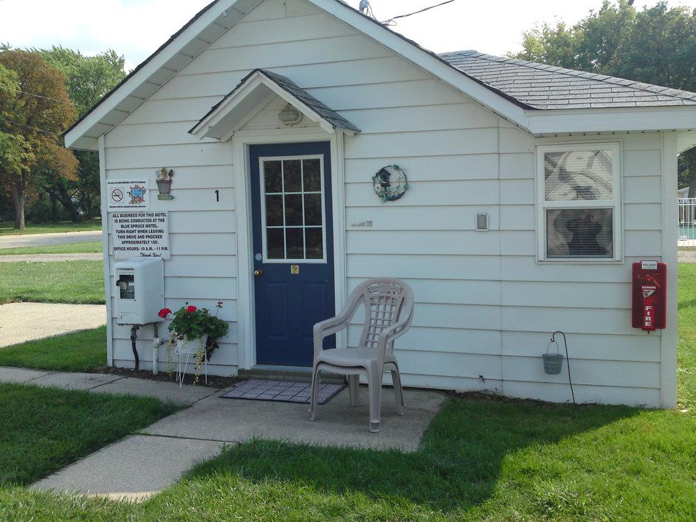 Lucky Horseshoe - Cabin Number 18 (1) - Exterior.JPG