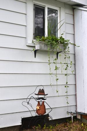 Lucky+Horseshoe+Room+#27+-+Exterior+Window.jpeg