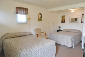 Lucky+Horseshoe+Room+#23+-+Interior+(2)+with+Full+Size+Beds.jpeg