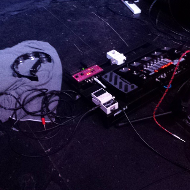 My pedalboard settup at tonights gig at Bristol Fringe! Including a hoody to stop my shaker sliding away underfoot. Thanks for coming out guys!  #bristol #livemusic #songwriter #tobyellis #pedalboard #pedals #looppedal #onstage