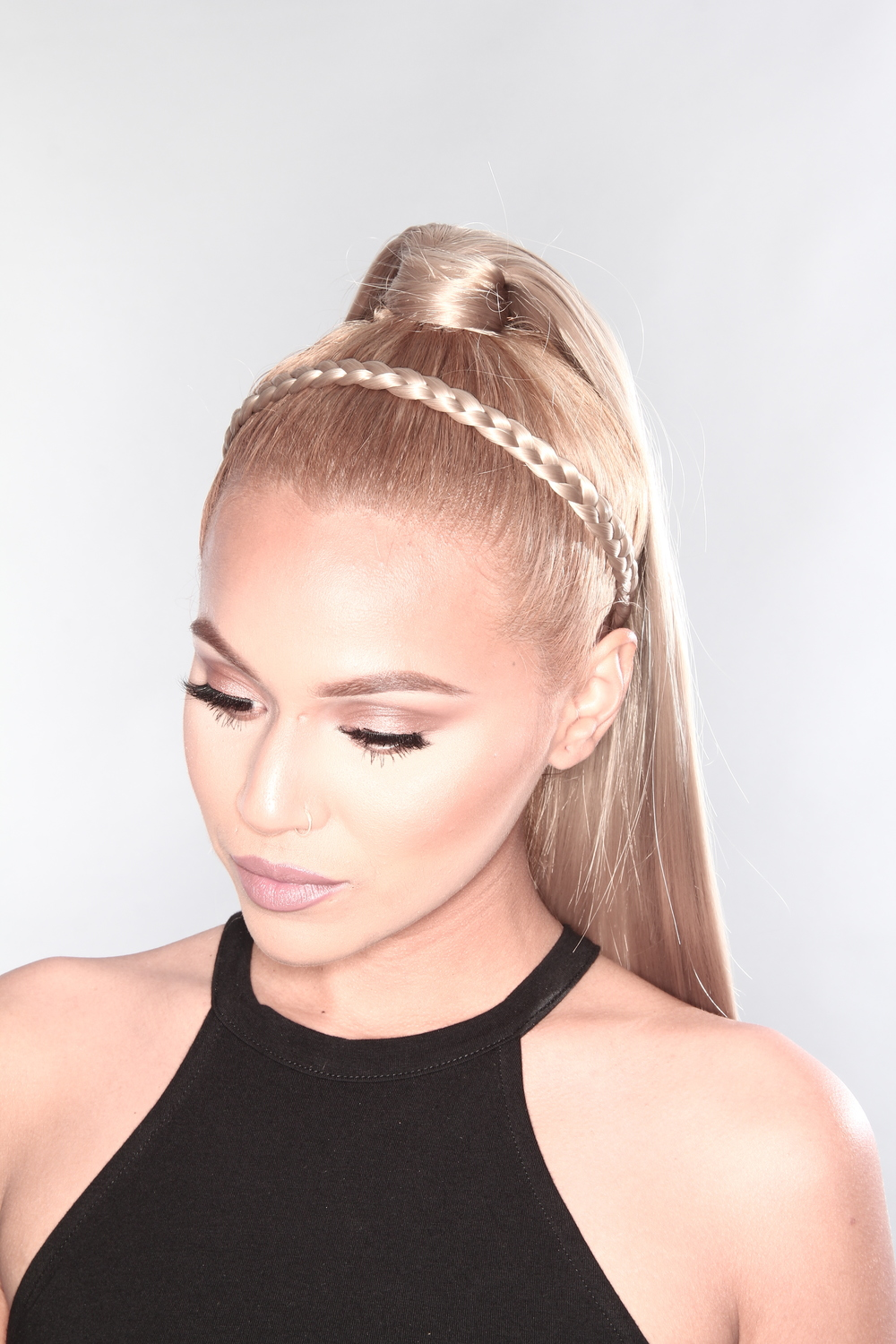@keybeauty wearing her BELLAMI Braided headband in #18 Dirty Blonde.