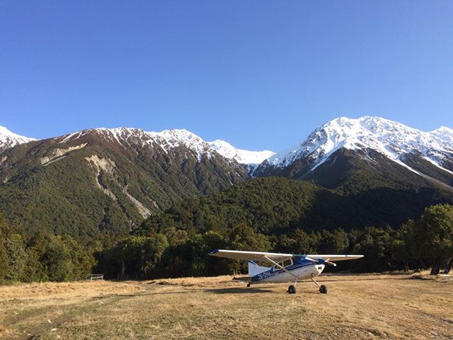 Cessna adventures at Jellico. Dropping off high country shepherd, Matthew Roy, to round up stray merinos on neighbouring Manuka Point Station. #manukapoint #scenicadventures #offthebeatentrack @lakeheronair #highcountrylife #lifesanadventure