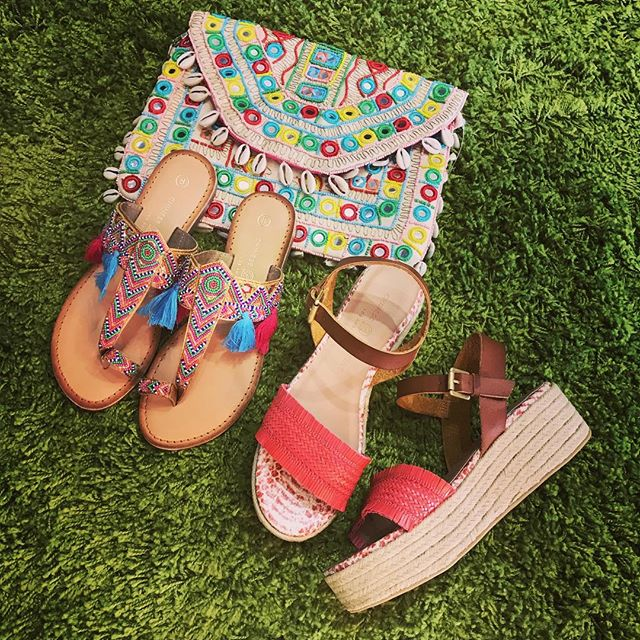 Ready for  summer? We got you covered with these great sandals from #chineselaundry and bag from #americabeyond @americabeyond #summerlovin #sandalsandseashells #boho #boohoo #complimentsallday #localfirst #lehimain #cometothelight #bestfootforward #instagood #surfergirl