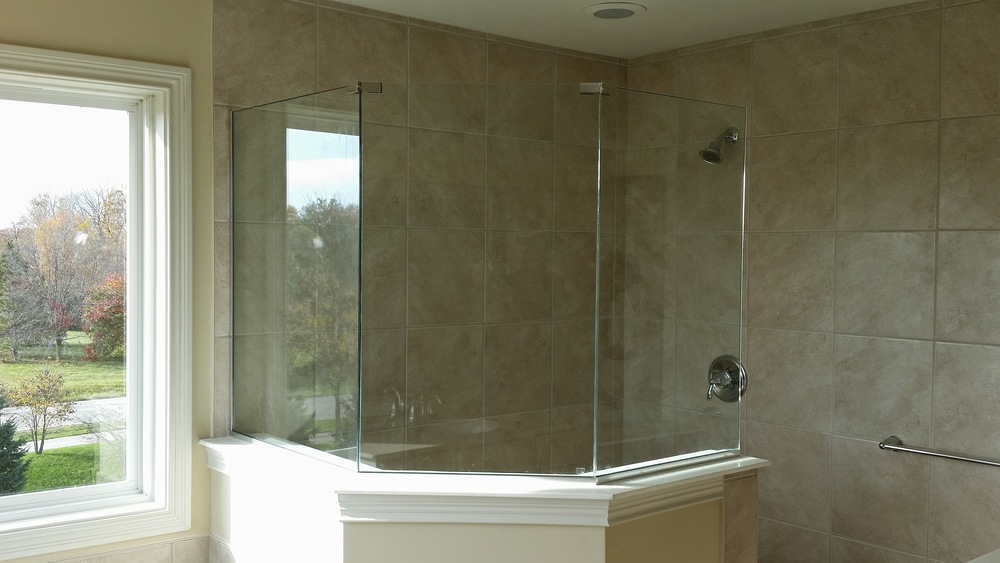 3/8'' Frameless Clear Glass Neo Angle Panels w/ U-Channel