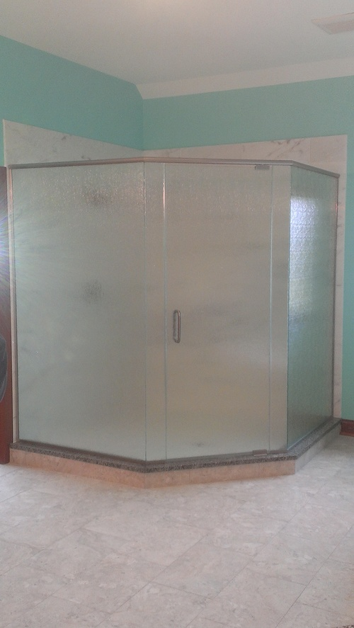 3/8'' Frameless Rain Glass Pivot Door w/ Neo Angle Panels