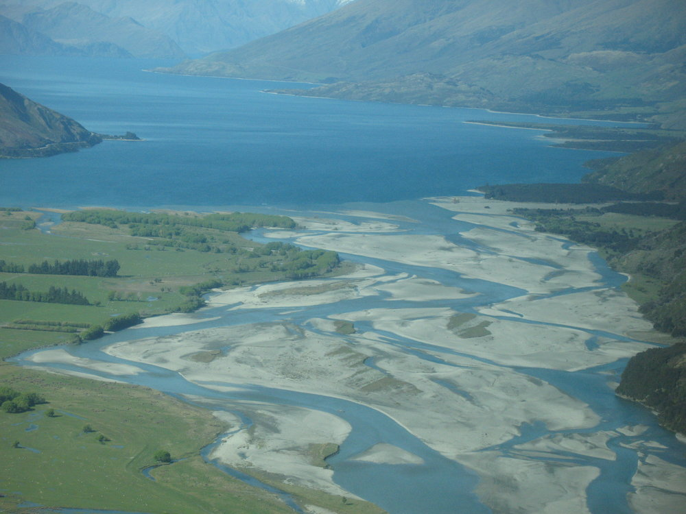 River_Makarora_flows_into_Lake_Wanaka.jpg