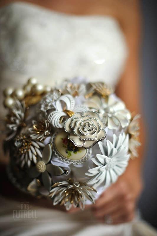 Brooch bouquet Sarina Durden