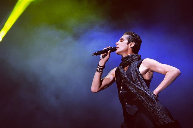 "#perryfarrell giving me the best damn ""I'm a little teapot"" pose at #voodoofest2016 . . . #gradients #stagelights #purple @janesaddiction @voodoonola #neworleans #concertphotography #livemusic #musicphotography 📷"