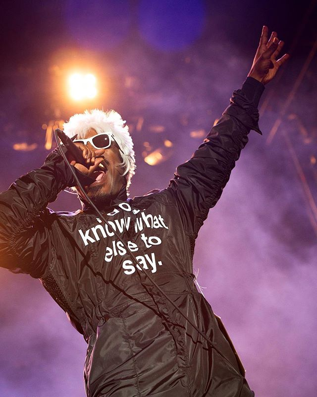 I don't know what else to say either @andre3000. For my last #countdowntovoodoo post, I'm throwing it back to #voodoofest2014 and this bomb ass performance by @outkast . . . #concertphotographer #livemusic #stagelights #neworleans #gradients #jumpsuits #atliens #concertphotography #hiphop