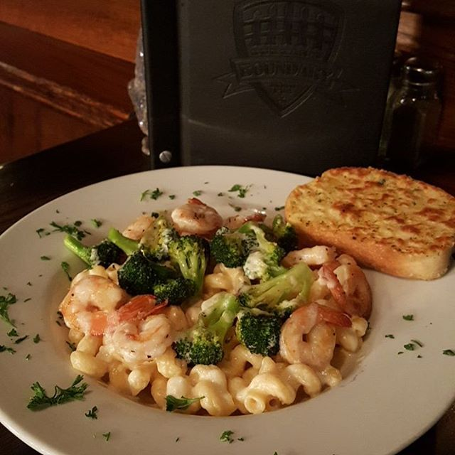 Today: Pan Fried Shrimp w/Pasta Alfredo Broccoli and Garlic Toast $13.99