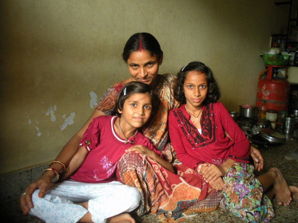 Fonda: This is Kushwanti and her daughters, I met these three on a bus ride in India, and they invited me in for Chai.