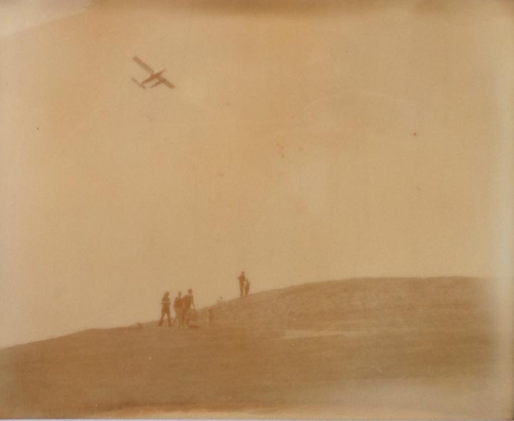 seaplane+over+gasworks+.JPG