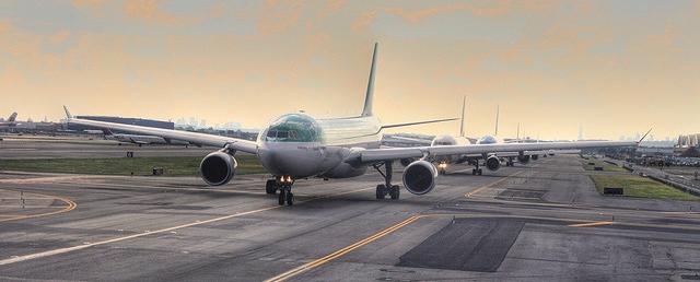 Runway planes.jpg