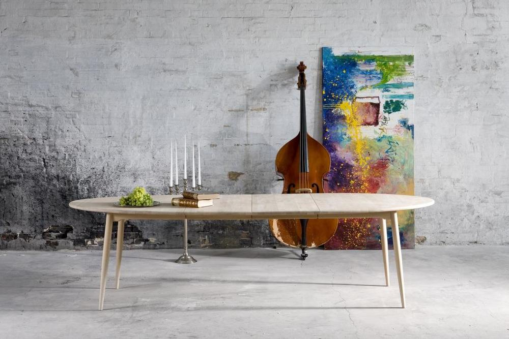 Symphony fra Haslev. I størrelser fra 90 til 392 cm, eik/bøk. Også laminat topp.