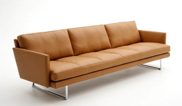 Snoopy sofa fra danske Nielaus kommer i lengdene 200, 225 og 250 cm. Vi har utstilt et eksemplar i cocnac hud.