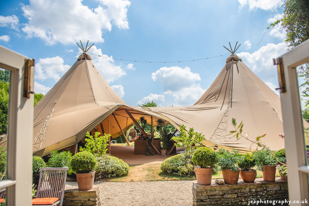 Wiltshire_tipi_party.jpg
