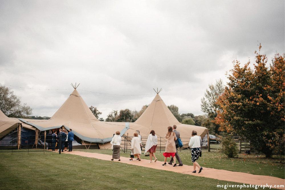 Cotswolds_teepee_wedding.jpg